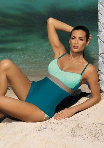 kostium basenowy o sportowym charakterze